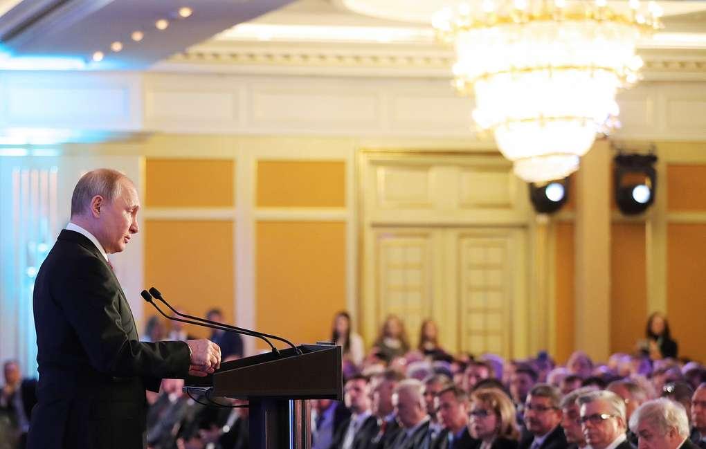Президент РФ Владимир Путин попросил главу Минфина «не спешить» с внесением экологических платежей в Налоговый кодекс